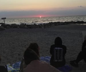 friendship, sea, and Sonnenaufgang image