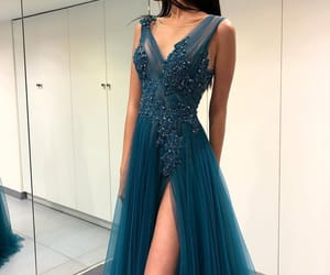 dress, Prom, and beauty image