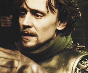henry v, tom hiddleston, and the hollow crown image