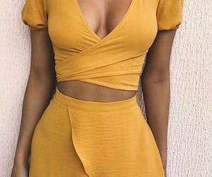 fashion, yellow outfit, and stylé image