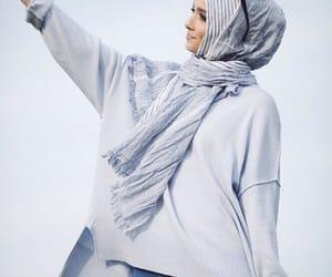 بُنَاتّ, hijab, and محجبات image