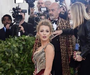 amanda seyfried, article, and Jennifer Lopez image