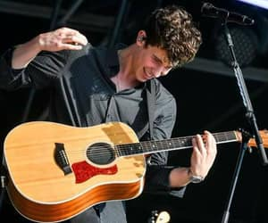 guitarra and shawn mendes image