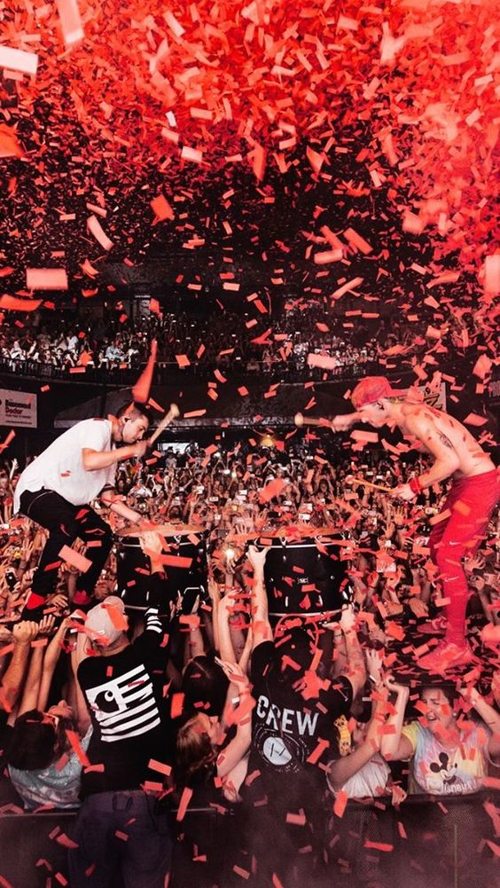 article and twenty-one pilots image