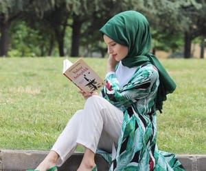 hijab, hijabista, and hijâbi image