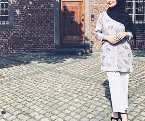 fashion, modesty, and stylé image