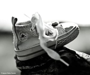 black and white, converse all star, and chuck taylor image