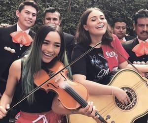 mariachi, méxico, and calle y poché image