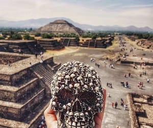 pyramids, skull, and teotihuacan image