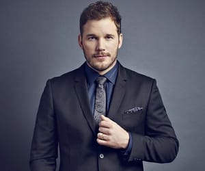 chris pratt and jurassic world image