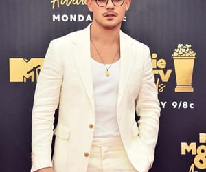 australian, beard, and mtv movie awards image