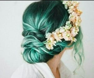 colores, hairstyle, and moño image