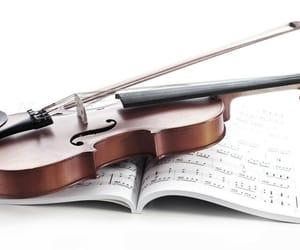 music and violin image