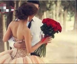 couple, novios, and bouquet of flowers image