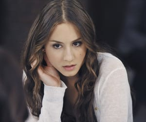 pretty little liars, pll, and troian bellisario image