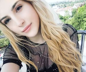 blonde, gamer girl, and lips image