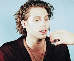 gif and luke hemmings image