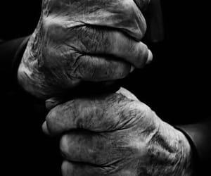blanco y negro, manos, and tiempo image
