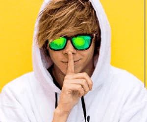 gif, youtube, and secreto image