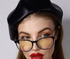 beret, red lips, and retro girl image