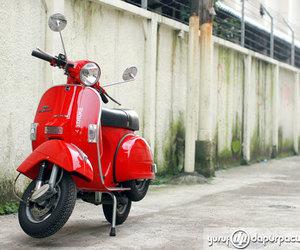 red, vintage, and Vespa image