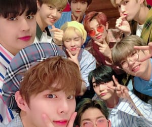 wei, kuhn, and up10tion image