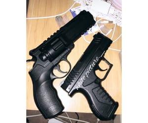 gun, arme, and voyou image