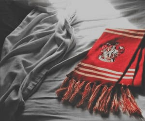 gryffindor, harry potter, and scarf image