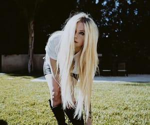 Avril Lavigne, beauty, and hair image
