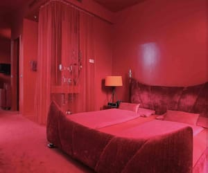 aesthetic, red, and room image