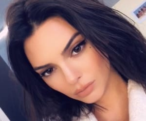 kendall jenner and make up image