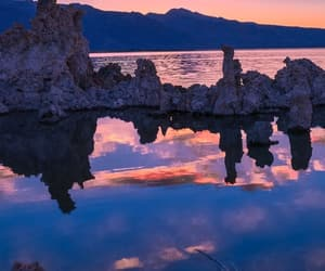 atardecer, reflejo, and rocas image