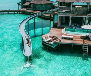 ocean, piscine, and bleue image