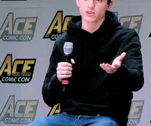 gif, tom holland, and ace comic con image