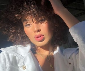 curly hair, site models, and beautiful lady image