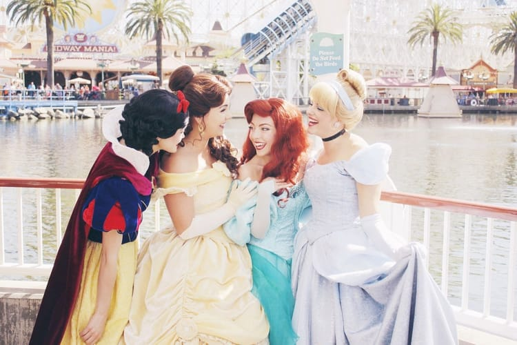 ariel, princesas, and cenicienta image