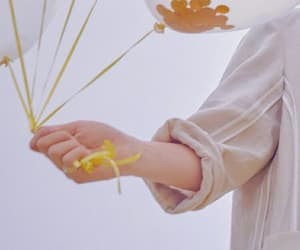 aesthetic, hands, and Seventeen image