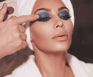 kim kardashian, makeup, and kardashian image