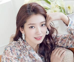 asian, korean actress, and park shin hye image