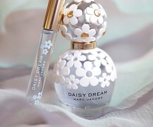 daisy, products, and marc jacobs image