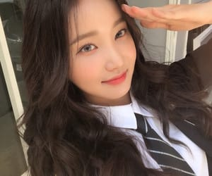 yeonwoo and momoland image