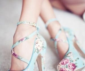 tacones, lindo, and simple image