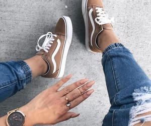 nails and vans image