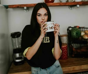 maggie lindemann and girl image