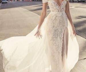 dress, ملكه, and snapchat image