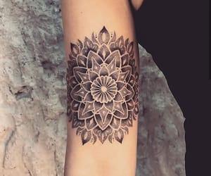 mandala, tatuaje, and arte corporal image