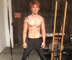 body, riverdale, and archie andrews image