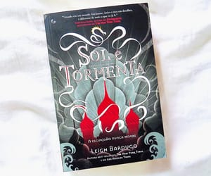 book, livro, and shadow and bone image