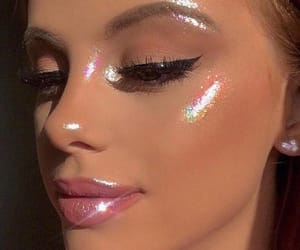aesthetic, glossy, and glowing image