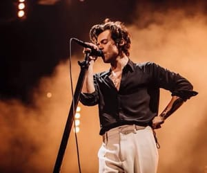 harrystyles, directioner, and liveontour image